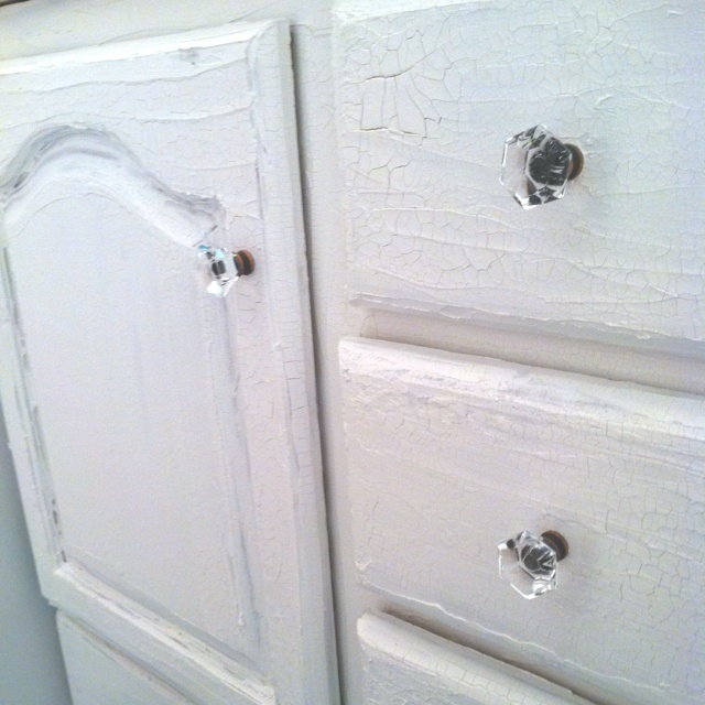 What Paint Finish For Bathroom Walls: Crackle Paint We Used To Re-finish A Bathroom Cabinet