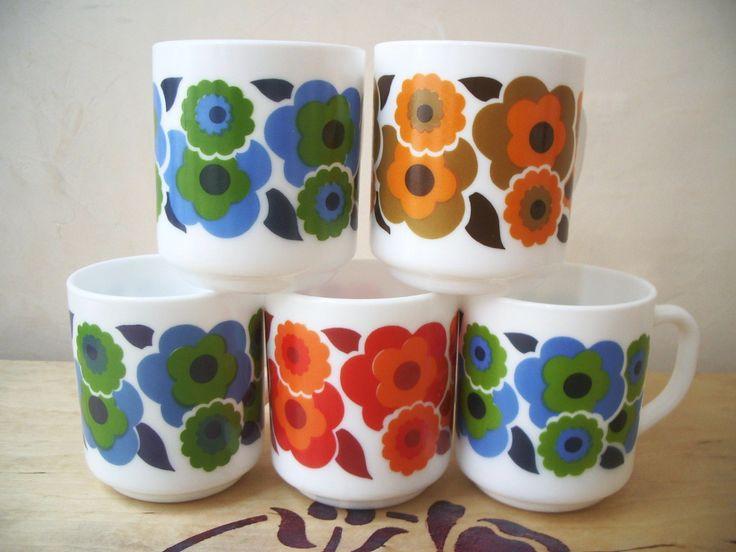 Lot de mugs fleuris Arcopal - années 70