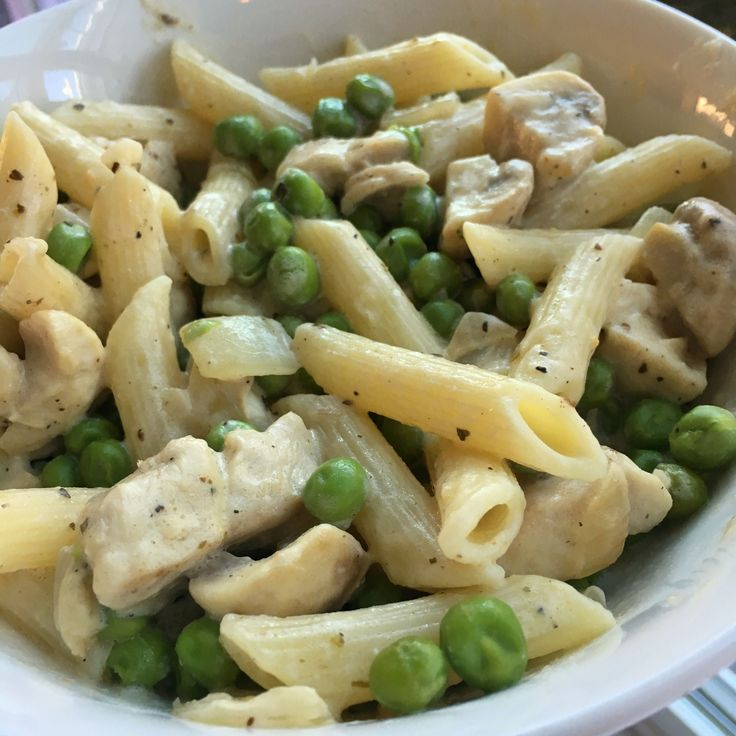 Foto recept: Pasta met kip, boursin en doperwten