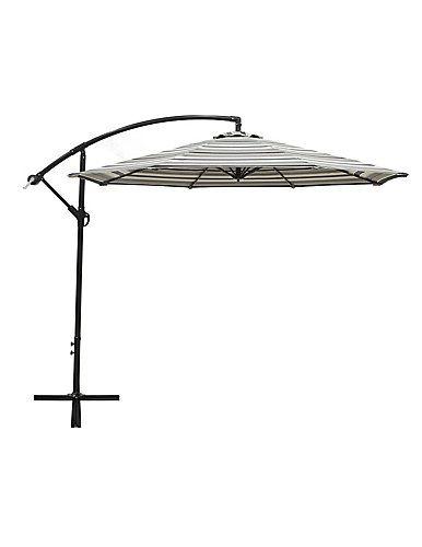 Vous cherchez à vous échapper à la chaleur de l'été? Ne regardez pas plus loin…ce parasol excentré de 10 pi. vous gardera frais à l'ombre. Le cadre en aluminium résistant à la rouille vous fournira une armature de parapluie solide tandis que l'auvent gris se coordonnera avec presque toute arrière-cour.