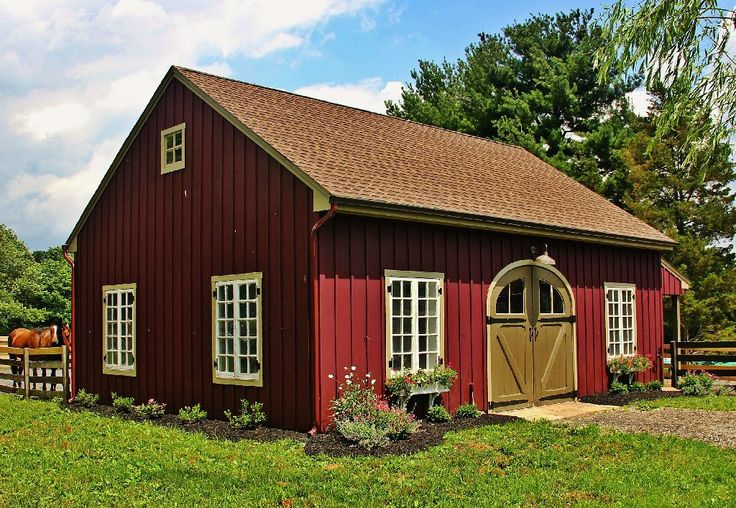Best 25 small barns ideas on pinterest small horse for Horse barn materials