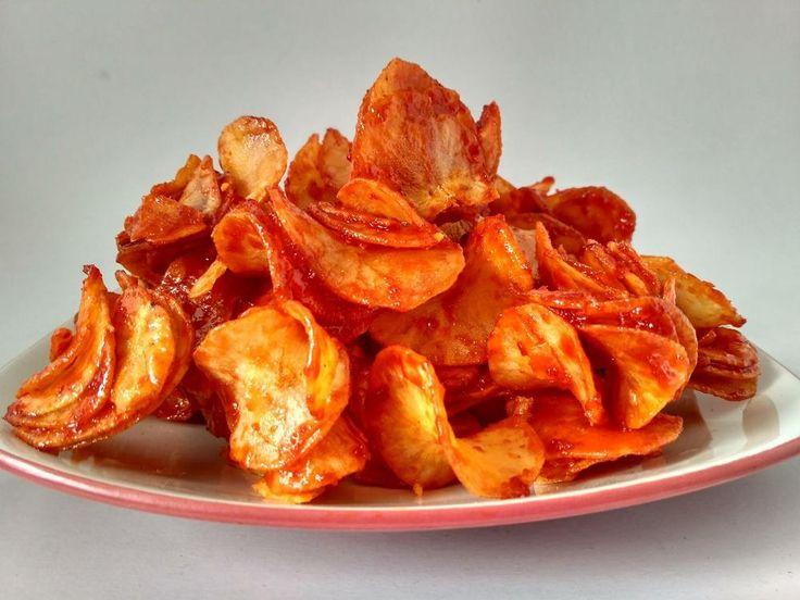 Keripik Sanjai: Sumatra snack of fried, sliced cassava with chilli and sugar.