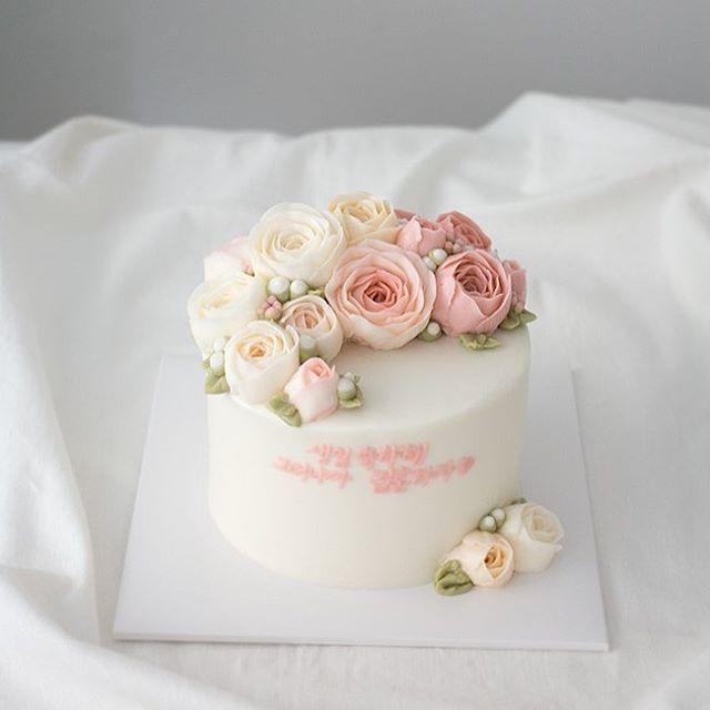 아름다운 프로포즈케이크 . . .  #buttercreamcake   #buttercream   #dessert   #peony   #instaflower   #florist   #bakery   #wilton   #cakeshop   #propose   #birthdayparty   #wedding   #weddingcake   #플라워케이크   #꽃케이크   #케이크   #버터크림   #꽃선물   #빵스타그램   #피오니   #작약   #프로포즈   #프로포즈케이크   #예쁜케이크   #웨딩케이크   #웨딩   #브라이덜샤워   #청혼   #상암동   #플루밍케이크