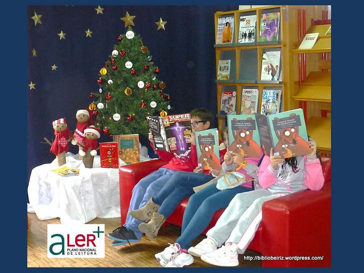 Livros sobre o Natal e um pinheirinho aLeR+