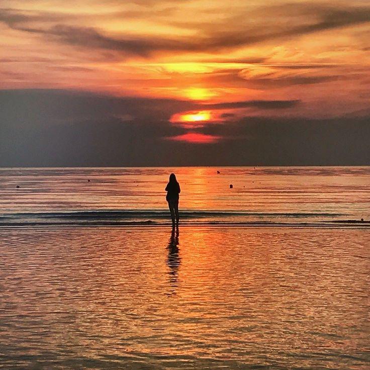 La bellezza semplice e gratuita dell'alba. #rimini #sun #alba #adriatico #emiliaromagna #igersitaly #italia #instaitaly #magicmoment #mare #risveglio #rivieraromagnola #estate #costaadriatica #instagram #bancacarim