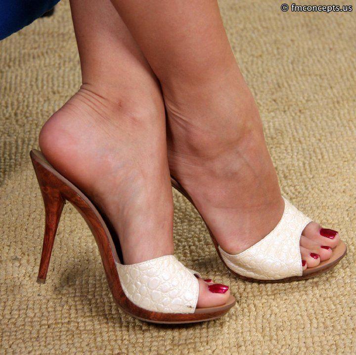 sexy-white-feet-two-ladys-having-sex