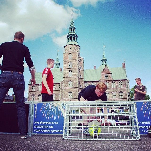The last time I was at #Rosenborg #drill #square, I was a #soldier in The #Royal #Guard. #Today the square was open to the #public with #football, #BBQ and #beer. #Danish #army at its best. #copenhagen just keep surprise and entertain me. #copenhagenfavorites #cph #kbh #københavn #voreskbh #visitcopenhagen #sharingcph #deldinby #delditkbh #copenhagenize #kigopkbh www.toursincopenhagen.com
