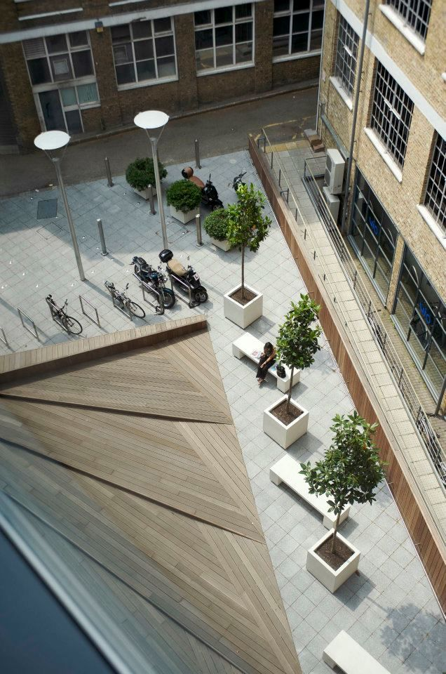 Bright and modern identity to the courtyard garden - 151 Rosebery Ave