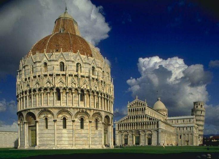 Katedra w Pizie (Włochy) - w skład kompleksu wchodzi także Krzywa Wieża