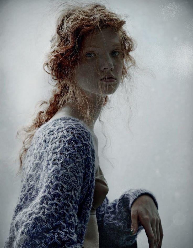 BILD- mot ljuset, fint med vågigt hår och rufsigt textur som lyser   Bohémienne | Anastasia Ivanova | Domenico Cennamo  #photography | Forget Them 1 Winter 2011