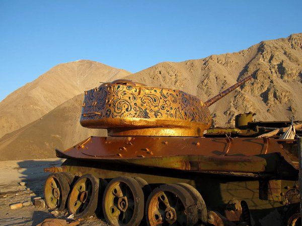"♀ womens art on Twitter: ""Iranian artist Neda Taiyebi turns abandoned military vehicles in Afghanistan into artworks #womensart https://t.co/9U3MbRauB7"""
