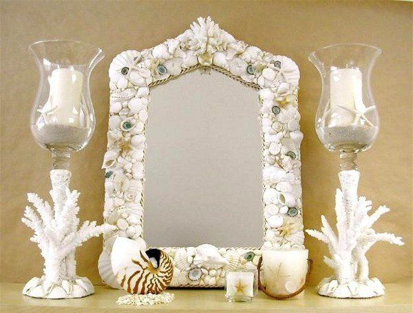 Mirror decorated with seashells