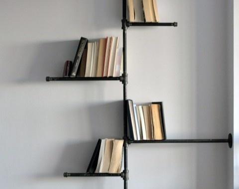 Libreria di Tubi. Se avete dei vecchi tubi dell'acqua potete utilizzarli come un'alternativa libreria. Via creativeroom.tumblr.com