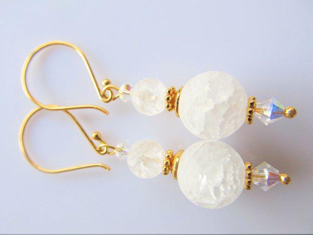 Oorbellen White Icy bergkristal iced look met swarovski crystal AB kristal kraaltjes. geheel goud op zilver