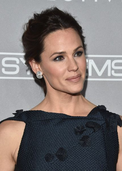 More Pics of Jennifer Garner Evening Dress (11 of 16) - Jennifer Garner Lookbook - StyleBistro
