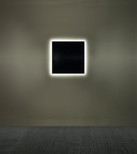 Alfredo Jaar Unseen (100 days in 1994) 1997 1 light box 100 x 100 cm each.