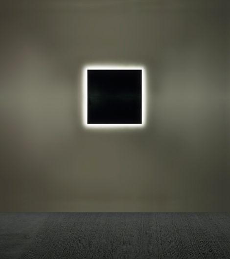 Alfredo Jaar Unseen (100 days in 1994)  1997 1 light box 100 x 100 cm each.