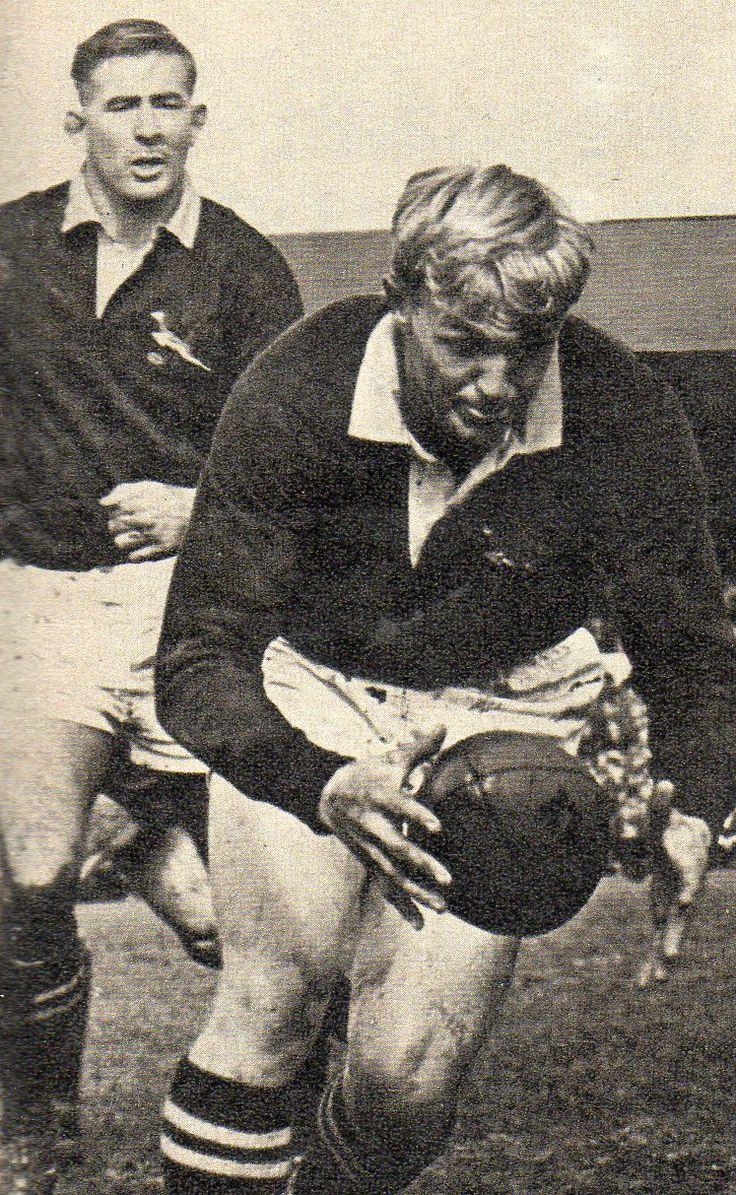 Dawie de Villiers (skrumskakel) met Doug Hopwood. 3de Toets @ die All Blacks op Lancaster Park 1965. (Mclook rugby collection)