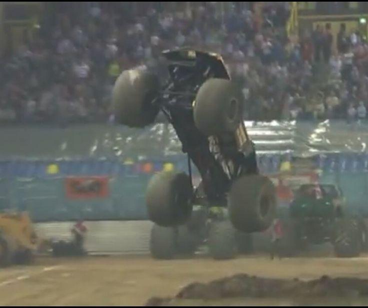 Tom Meents in Maximum Destruction getting a big air sky wheelie! Can anyone guess where? #monsterjam #nascar #f1 #drifting #racing #mechanic #art #legend #wraps #paint #schemes #Indianapolis #gravedigger #cars #trucks #mechanic #indi #wheelie #stunts #backflip #avengence #yeahhhhhhh