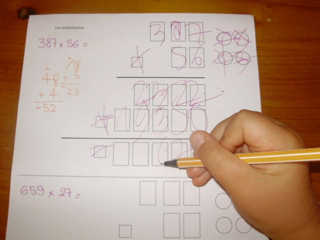 Multiplications le petit roi enfant autiste plein de for Exercices pour apprendre tables multiplication