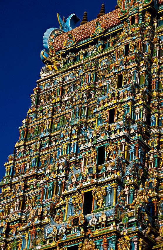 Sri Meenakshi Temple (This Hindu temple is dedicated to Shiva and his consort Parvati), Madurai, Tamil Nadu, India.