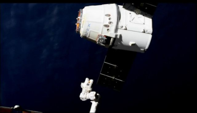 A little while ago the SpaceX Dragon spacecraft ended its CRS-12 (Cargo Resupply Service 12) mission for NASA splashing down smoothly in the Pacific Ocean a little more than 420 kilometers (about 326 miles) off the coast of California. The Dragon left the International Space Station a few hours before. Read the details in the article!