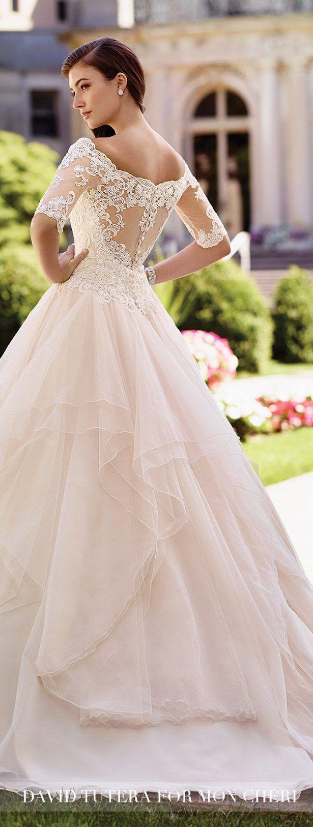 très belle robe de mariée avec dos en dentelle !!!!