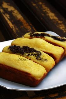 Kue pukis adalah salah satu jajanan tradisional yang banyak digemari. Kalau di kota-kota besar, kue pukis ini banyak dijual di mall d...