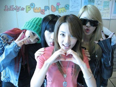 2NE1 Members Selcas, Showing off their Close Relationship to one another