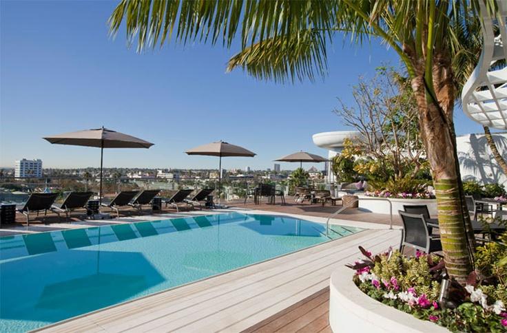 8500 Burton Way #LosAngeles #casedilusso #pool #piscine http://www.lussocase.it/2013/02/8500-burton-way-appartamenti-di-lusso-in-affitto-los-angeles/