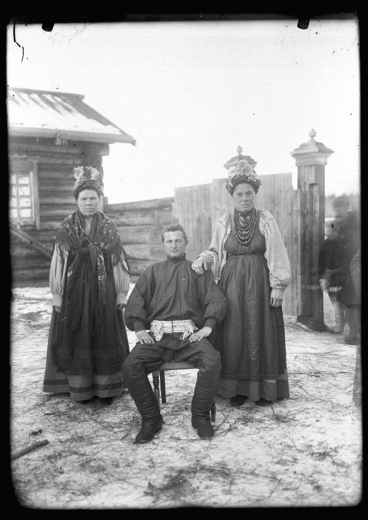 Выбор изображений из этнографический в Irkutskoi Okruzhnoi Kraevedcheskii (Archives музеи Иркутского областного краеведческого музея) [1900-c1935]