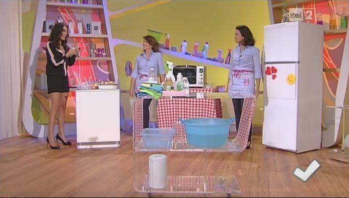 Come prendersi cura di frigorifero, forno e lavastoviglie | Titty e Flavia, protagoniste della sezione di economia domestica di Detto Fatto, spiegano come prendersi cura di frigorifero, forno e lavastoviglie