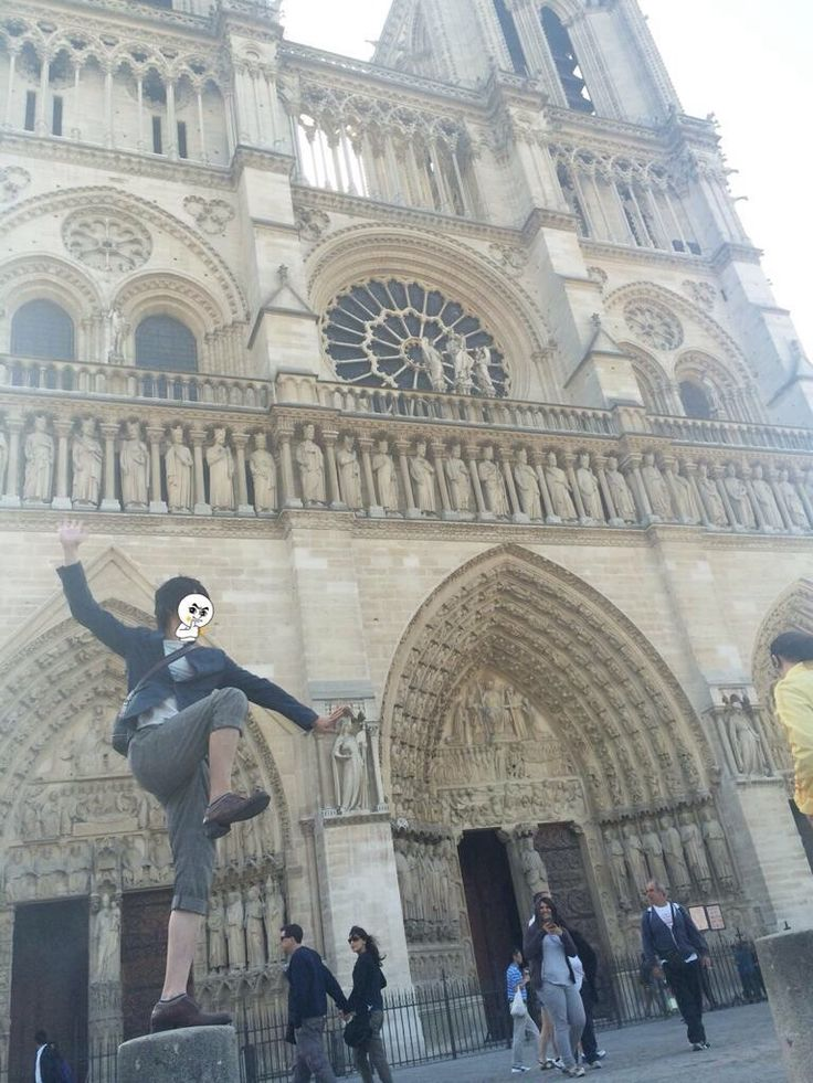 Another picture of Soraru goofing around in France
