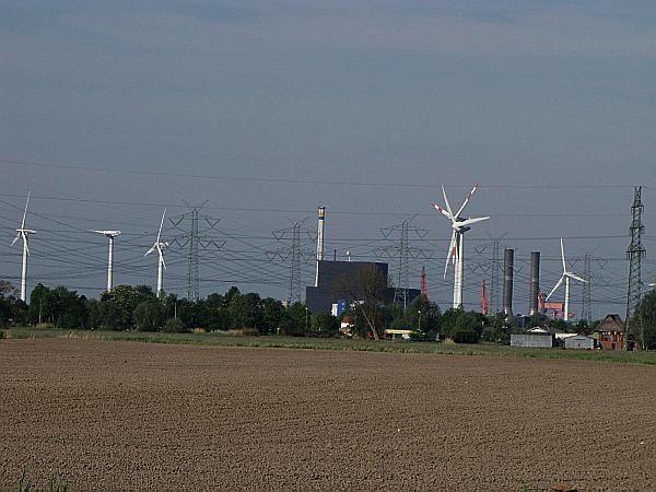 Hochspannende Energiebrache in Brunsbüttel/Dithmarschen (HEI) dank AKW, WKA und Strommasten