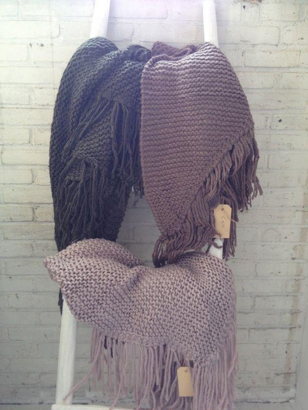 Driehoek sjaal olijfgroen grof gebreid UITVERKOCHT