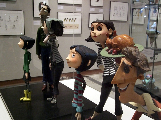 ¡Coraline! Me encanta el estilo con el fue hecho el film, sin dejar aún lado la historia, en fin me parece ingeniosa y fantastica ♡