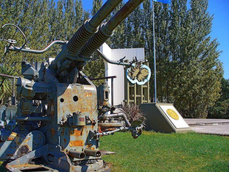 https://flic.kr/p/czFeu9 | Monumento a Malvinas _ Luján | Monumento Homenaje a los Veteranos de Guerra de Luján, ubicado en Avda. Nuestra Señora de Luján y Ruta 7.  Fue inaugurado el 2 de abril de 1984.