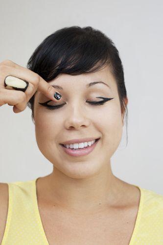 #eyes #eyeliner #trend #makeupBeautiful Cosmetics, Eyeliner Tutorials, Arrows Eyeliner, Cat Eye, Sideways Arrows, Eyeliner Ideas, Cosmetics Tutorials, Tutorials Warpaint, Tutorials Beautiful