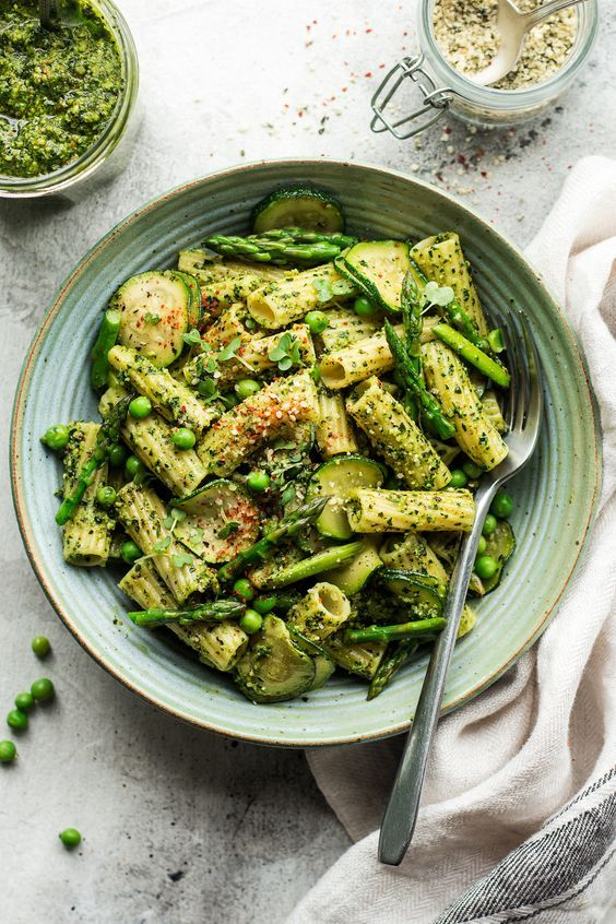 Vegan pesto pasta with kale