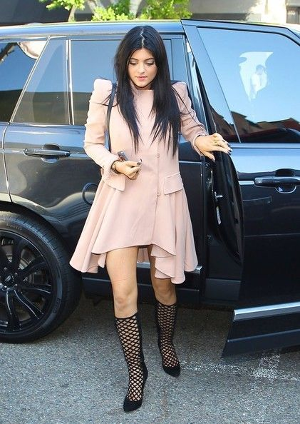 Kylie Jenner - Khloe Kardashian and Kylie Jenner Go Shopping
