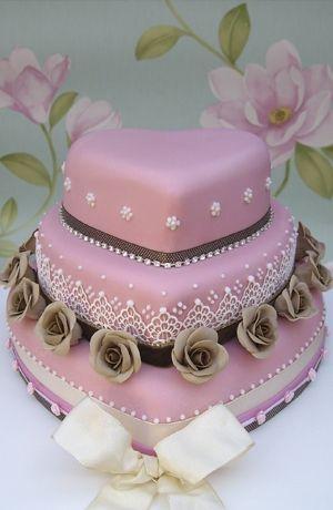 Vintage style heart shaped cake