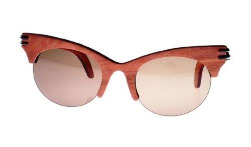 Gafas de sol en madera, filtro UV, Mujer, marca Maguaco S021. Maderas: Carreto Guajiro y Nazareno. $200.000 COP
