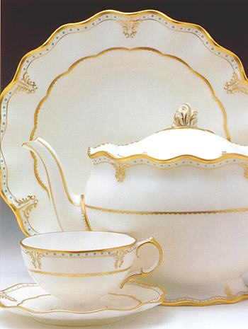 If it's good enough for the Queen, it's good enough for me! Royal Crown Derby - Elizabeth Gold