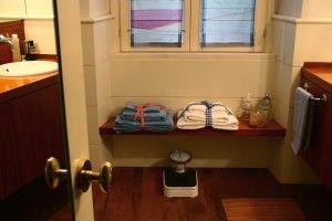 Come rendere morbidi gli asciugamani | Titty e Flavia, esperte di economia domestica e cura della casa, ci spiegano quali ingredienti naturali usare per avere asciugamani sempre morbidi.