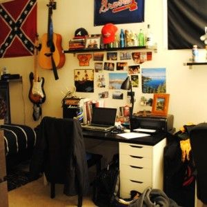 Guys Dorm Room Cheaply 2 300x300 Tips For Decorating A
