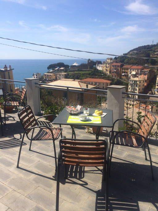 Bed & Breakfast in Riomaggiore, Italien. Le camere semplici ma curate e confortevoli, sono state recentemente ristrutturate. Sulla terrazza o nella saletta potrete gustare tranquillamente la vostra colazione godendovi il panorama
