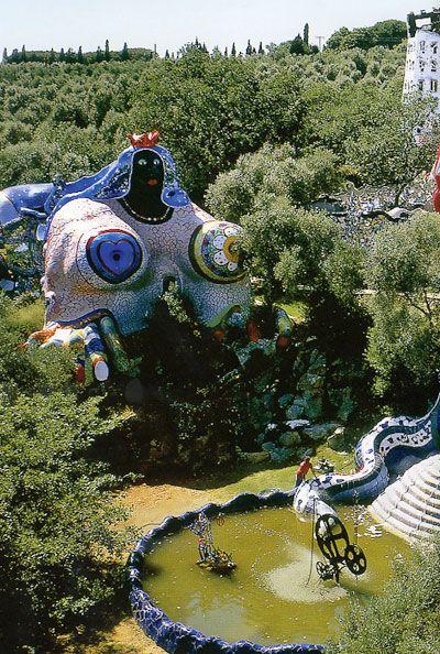 Taroki tuin van Niki de Saint Phalle