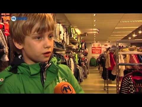 Leerlingen kopen kleren voor vluchtelingenkinderen van zelf verdiend gel...