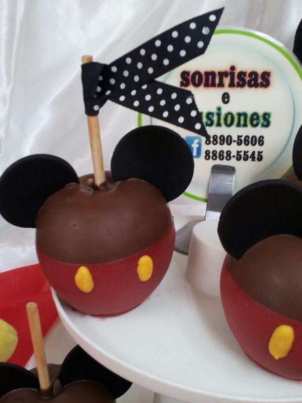Manzana Cubierta De Chocolate Y Decorada Mickey Mouse