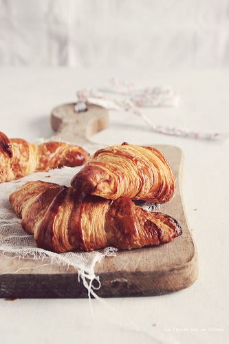 VIENNOISERIES (croissants & roulés au chocOlat) - There's absolutely nothing better than chocolate croissants